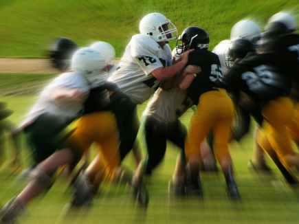 kids-football-games-tackle-sports-85686.jpeg